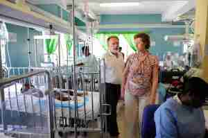 Mayor Moratti visit the ICU